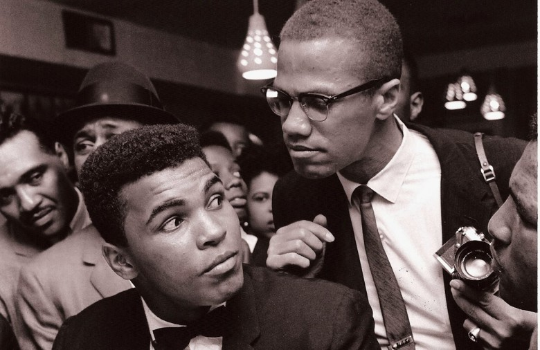 Malcolm-X-kidding-around-with-Muhammad-Ali-New-York-1963