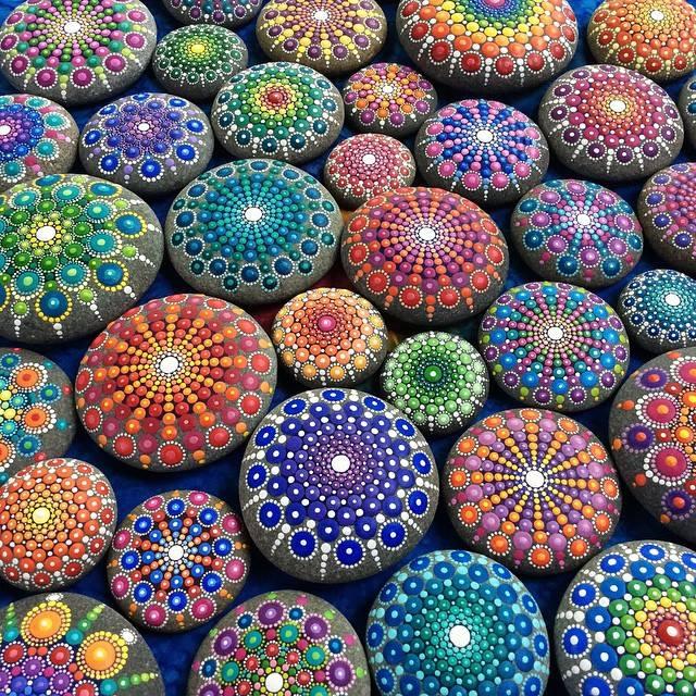 Раскрашенные камни фото